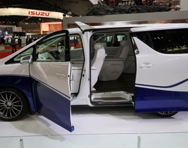 And the 2015 Tokyo Motor Show WTF?! award goes to… the Toyota Alphard Hercule.